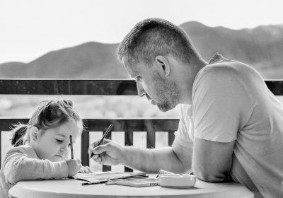 Nadarjeni otroci: rojeni izjemni ali ustvarjeni s pritiskom staršev?